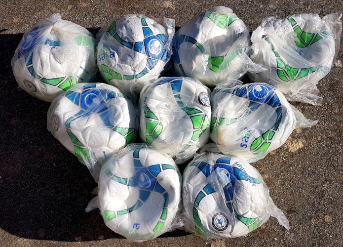 Dons de ballons par la FFF